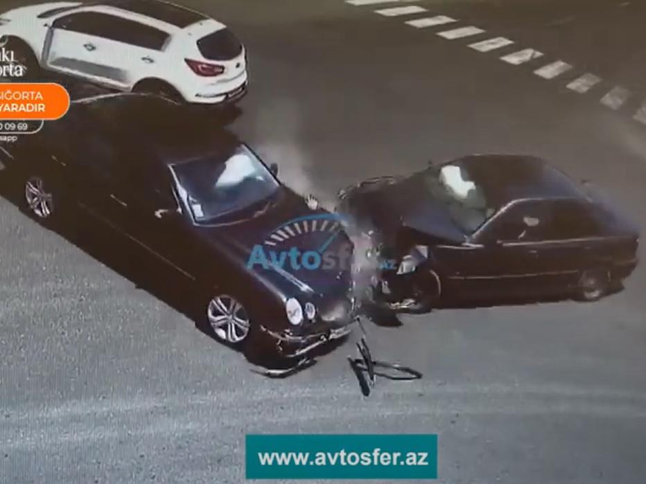 В Баку нетерпеливые водители спровоцировали две однотипные аварии – ВИДЕО