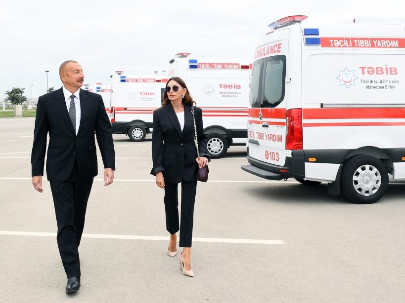 Ильхам Алиев ознакомился с новыми автомобилями скорой помощи - ФОТО