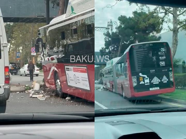 """""""BakuBus"""" avtobusu qəzaya uğradı"""
