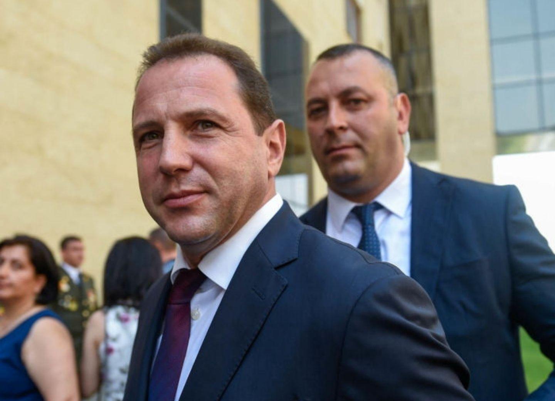Министр обороны Армении отправился в Россию