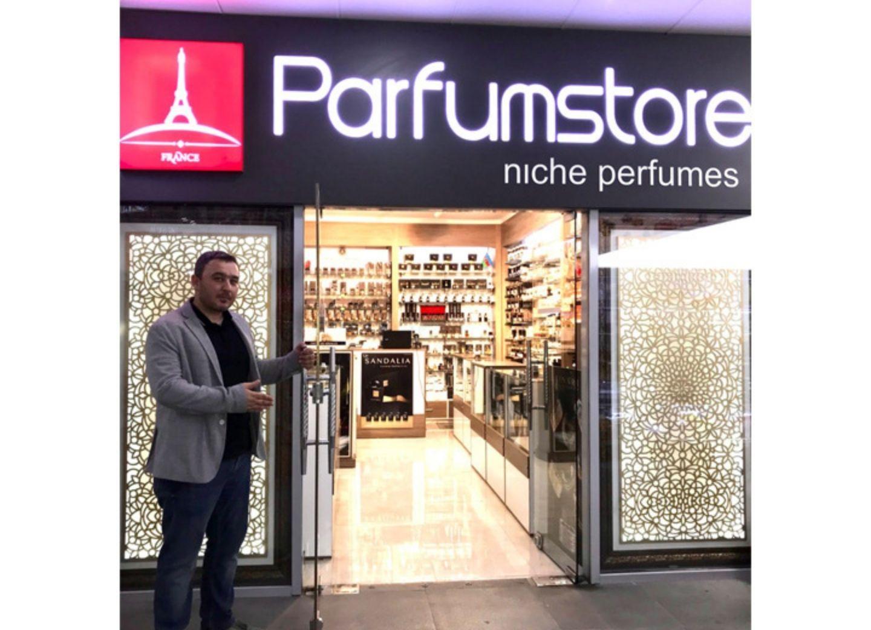 Владелец Parfumstore.az Эмин Мамедов: Наш принцип — максимально широко представить в нашем бутике весь цвет неизвестных пока в нашем городе, но в то же время уникальных ароматов – ФОТО