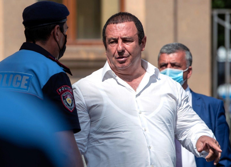Суд в Ереване арестовал лидера оппозиции Армении Гагика Царукяна