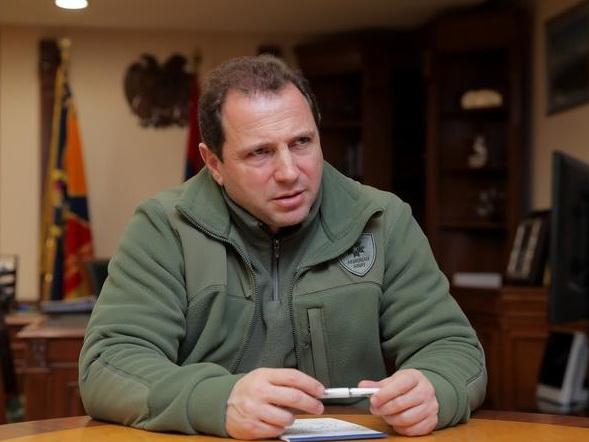 Глава Минобороны Армении сбежал из страны