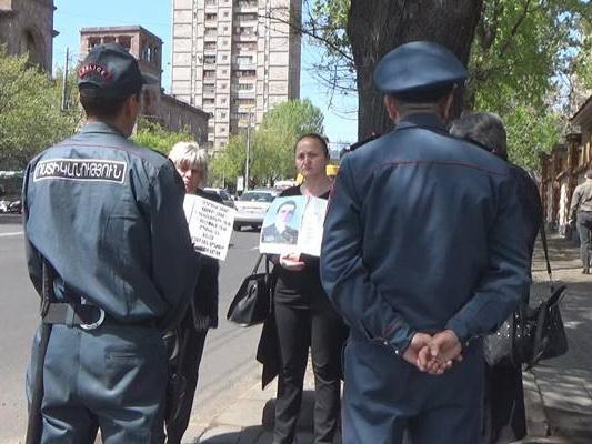 Матери убитых в Карабахе армянских солдат требуют отставки Пашиняна и Тонояна