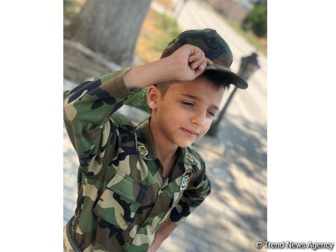 Бакинский школьник отправил солдатам все свои сбережения