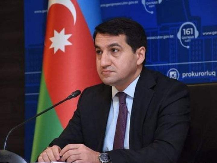 Hikmət Hacıyev: Humanitar atəşkəs rejiminin birinci günündə düşmən 5 rayona, 229 mərmi atıb