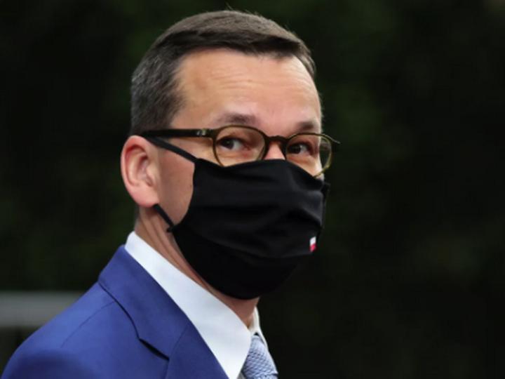 Премьер Польши заявил об угрозе третьей волны COVID-19