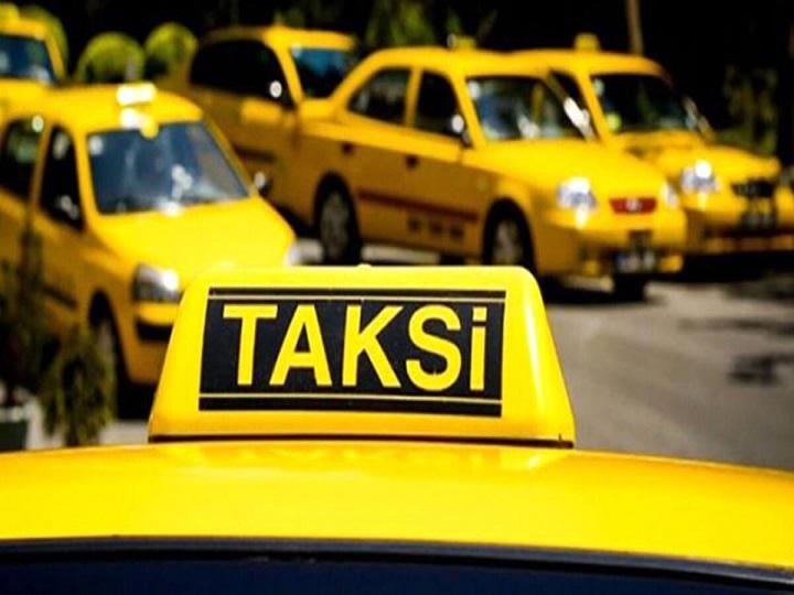 Beynəlxalq hava limanında daşıma xidmətləri göstərən taksi sürücülərinin NƏZƏRINƏ