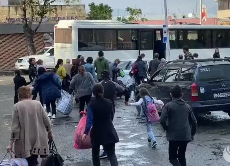 Армяне массово бегут из Нагорного Карабаха