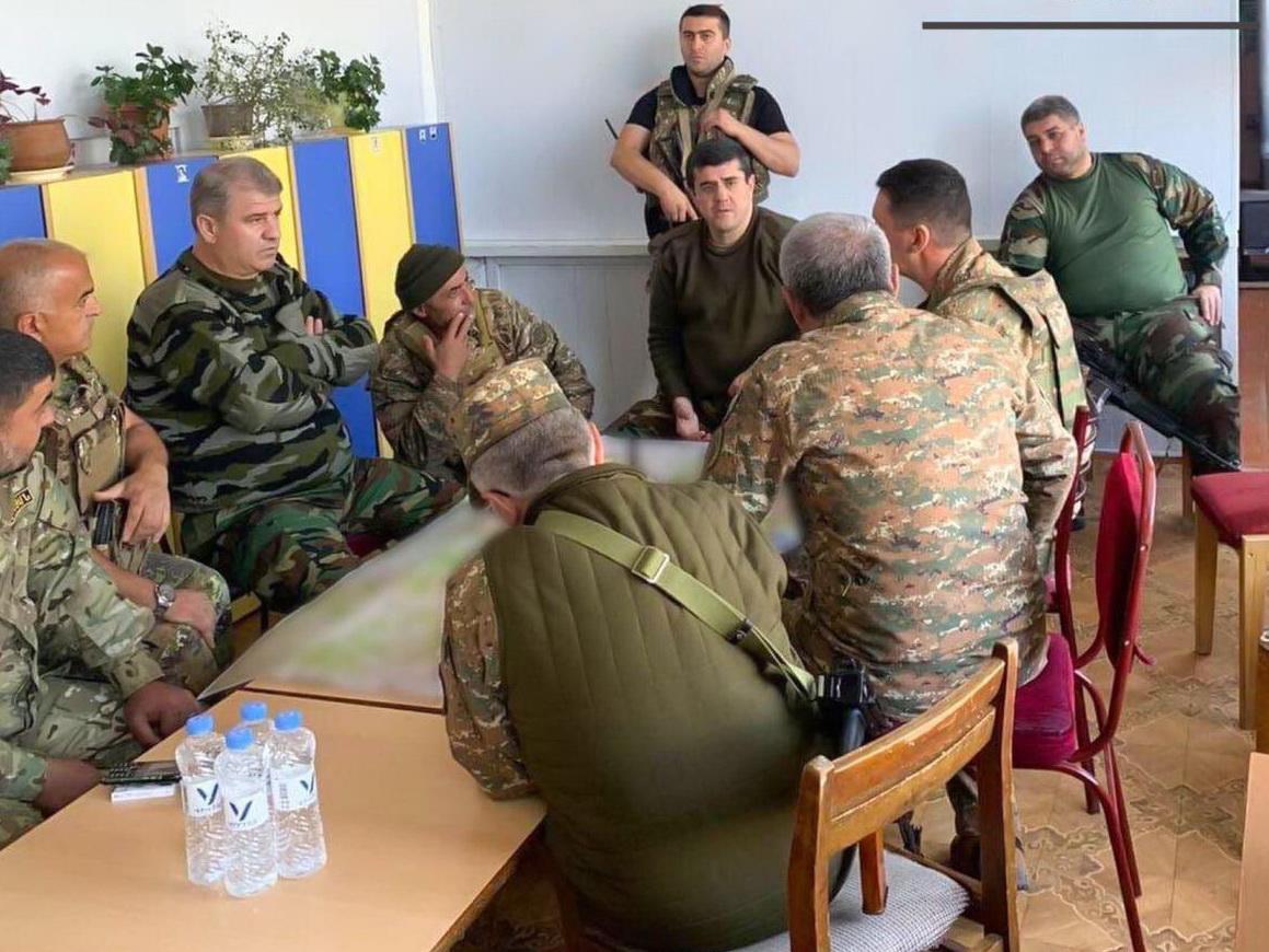 Араик Арутюнян прячется от азербайджанских ударов в детсадике – ФОТОФАКТ