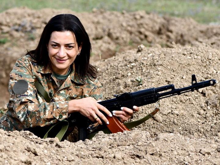 Главарь «чертовой дюжины»: Анна Акопян решила повоевать в Карабахе