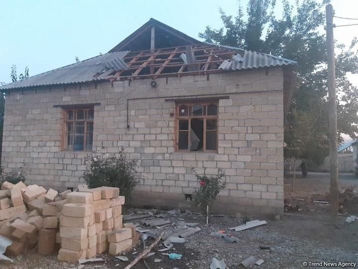 FHN: Ermənistanın ağır artilleriya zərbələri nəticəsində Bərdədə 5 fərdi evə ciddi ziyan dəyib – FOTO
