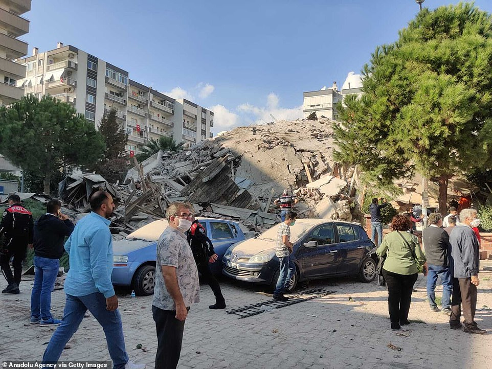 35039322 8897247 the rubble of a building is heaped on the ground after it collap a 91 1604062840779