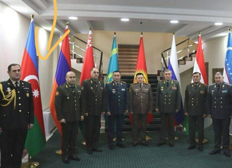 Представитель Генштаба ВС Азербайджана отказался встать рядом с главой армянской делегации - ФОТО
