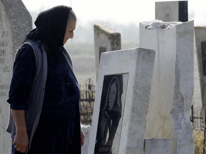 «Они воюют с мертвыми, потому что не способны воевать с живыми»: обстрелянное кладбище в Агджабединском районе – ФОТО