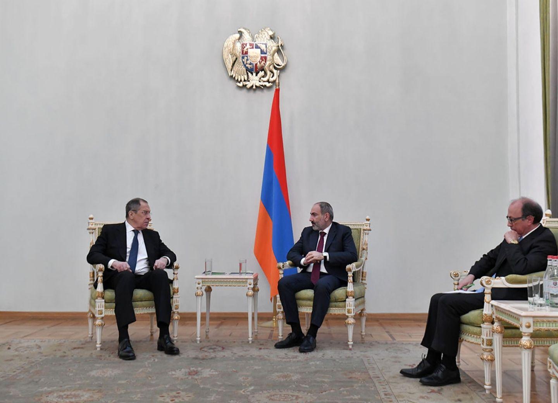 МИД России объяснил отсутствие флага страны на встрече Лаврова и Пашиняна