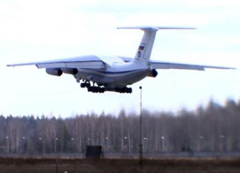 Российские самолеты доставляют военных инженеров в Карабах