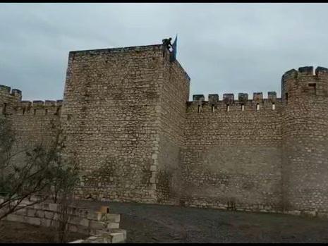 Азербайджанский флаг водружен на агдамскую крепость Шахбулаг – ВИДЕО