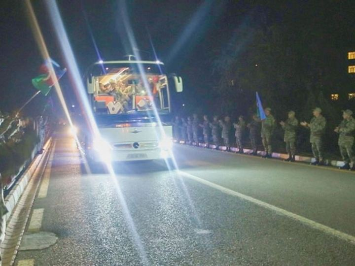 Əlahiddə Ümumqoşun Ordunun Vətən müharibəsində iştirak edən hərbi qulluqçularının bir qrupu geri qayıdıb - FOTO