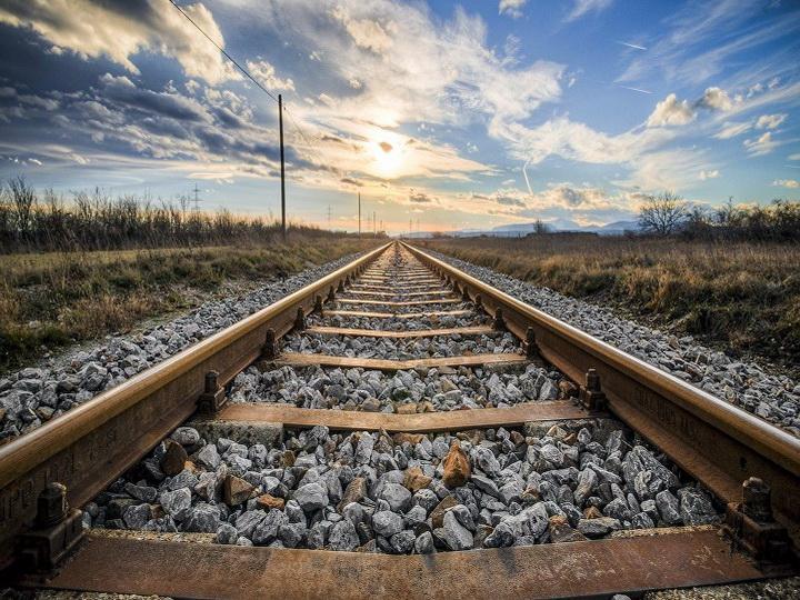 Ильхам Алиев распорядился построить железную дорогу в Агдам