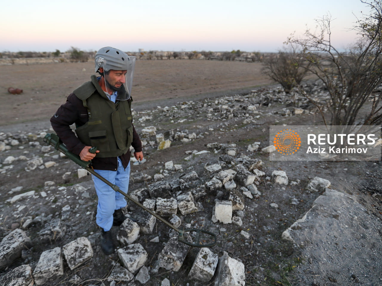 Стадион «Карабаха» в Агдаме очищают от мин – ВИДЕО