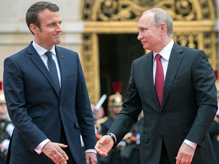 Российские СМИ: в Москве возмущены утечкой беседы Путина и Макрона