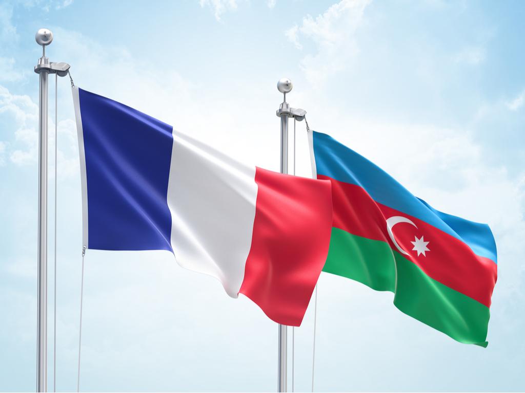 В Азербайджане призывают отозвать посла из Франции