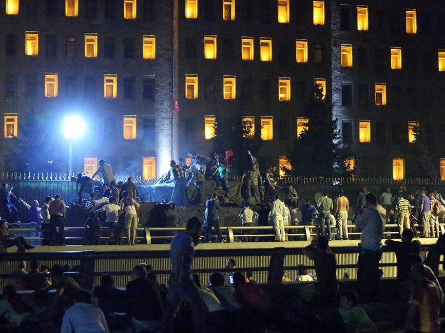 Суд приговорил к пожизненному заключению участников попытки переворота в Турции