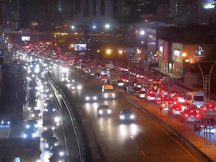 На всех главных проспектах и улицах Баку возникли пробки – ФОТО