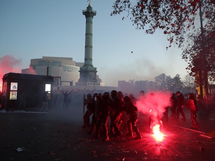 В Париже начались погромы из-за закона о полиции – ВИДЕО