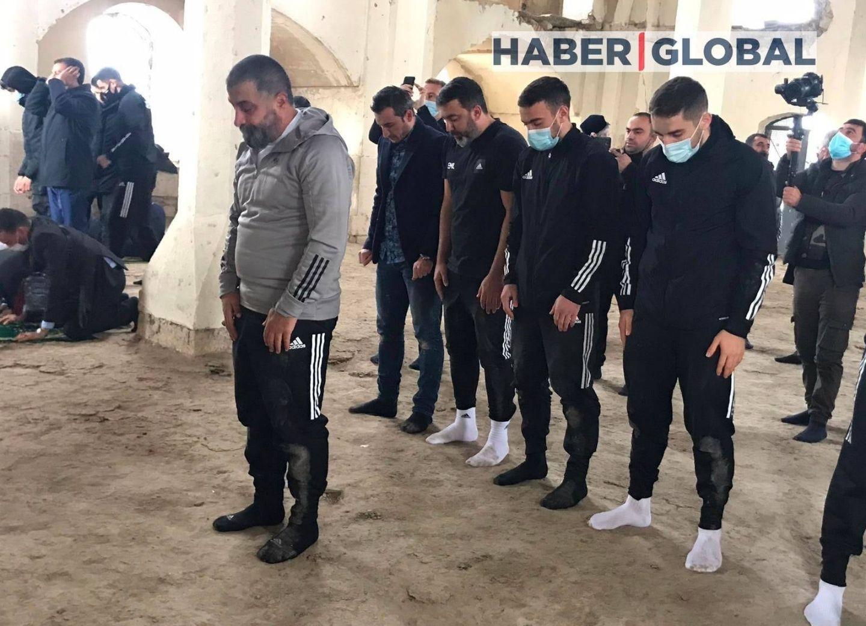 Футболисты «Карабаха» совершили намаз в агдамской Джума мечети - ФОТО - ОБНОВЛЕНО