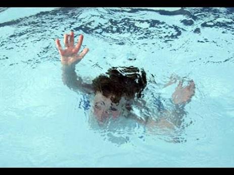 Bakıda su hovuzuna düşən 2 azyaşlının meyitləri tapıldı