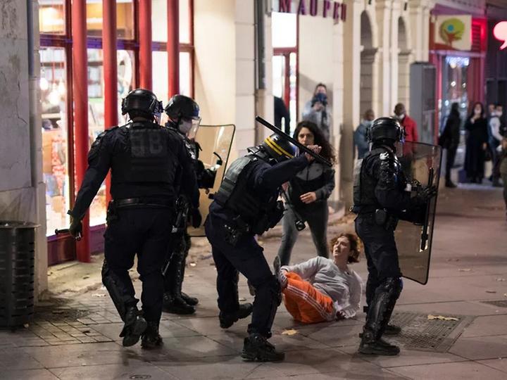 Запрет на съемку полицейских во Франции обернулся массовыми протестами, погромами и жертвами – ФОТО – ВИДЕО