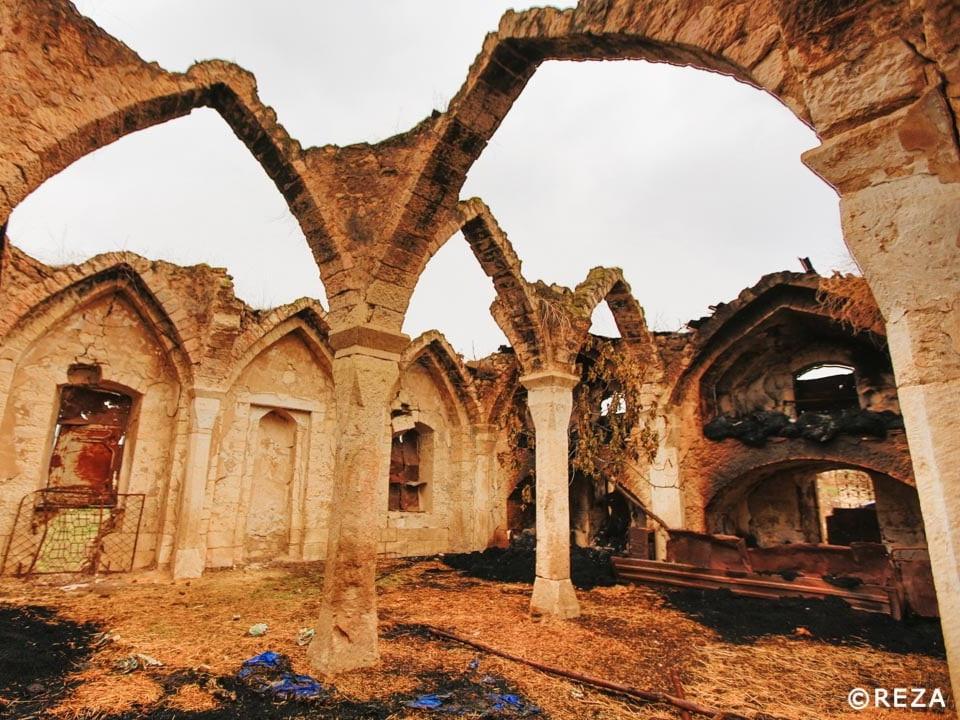 Фотограф Реза Дегати показал, как армяне осквернили мечеть XVIII века в Агдамском районе – ФОТО
