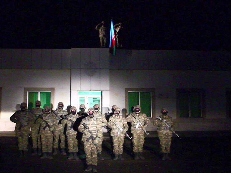 В освобожденном от оккупации Лачинском районе поднят Азербайджанский флаг – ВИДЕО
