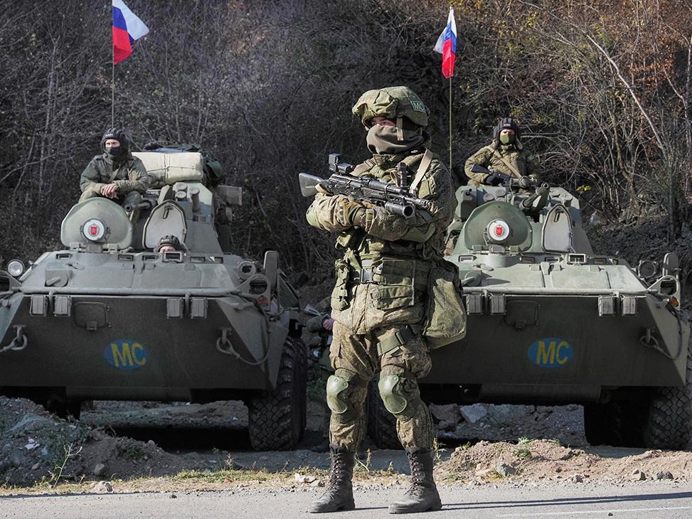 Российские миротворцы обеспечивают безопасность движения транспорта по Лачинскому коридору