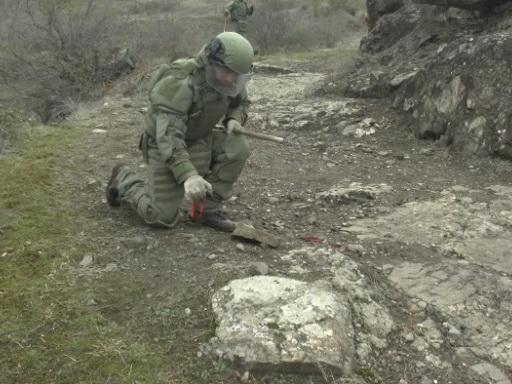 Российские миротворцы обезвредили около 100 взрывоопасных предметов на южной окраине Ханкенди