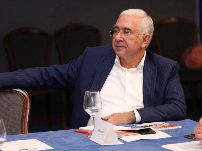 Известный адвокат Адиль Исмаилов скончался от коронавируса