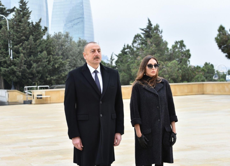 Президент Азербайджана Ильхам Алиев и первая леди Мехрибан Алиева посетили Аллею шехидов - ФОТО - ВИДЕО