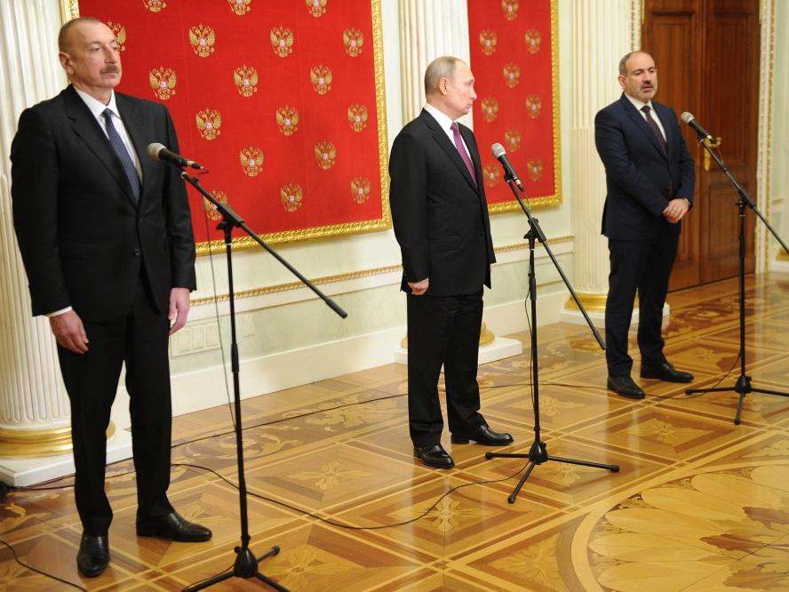 «Коммерсантъ» об итогах встречи в Москве: Уверенный Ильхам Алиев, и как Пашинян подписал то, что подписывать не собирался