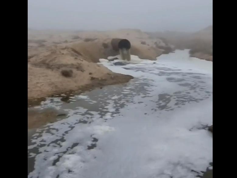 А слив и ныне там: Бакинский пляж утопает в канализации – ВИДЕОФАКТ