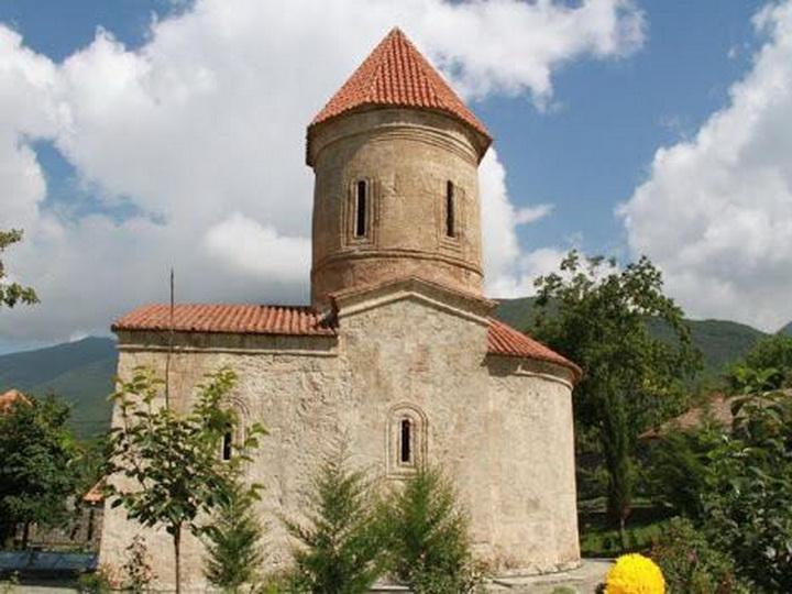 Находящиеся ранее под оккупацией 128 албанских храмов были преобразованы в армянские григорианские церкви