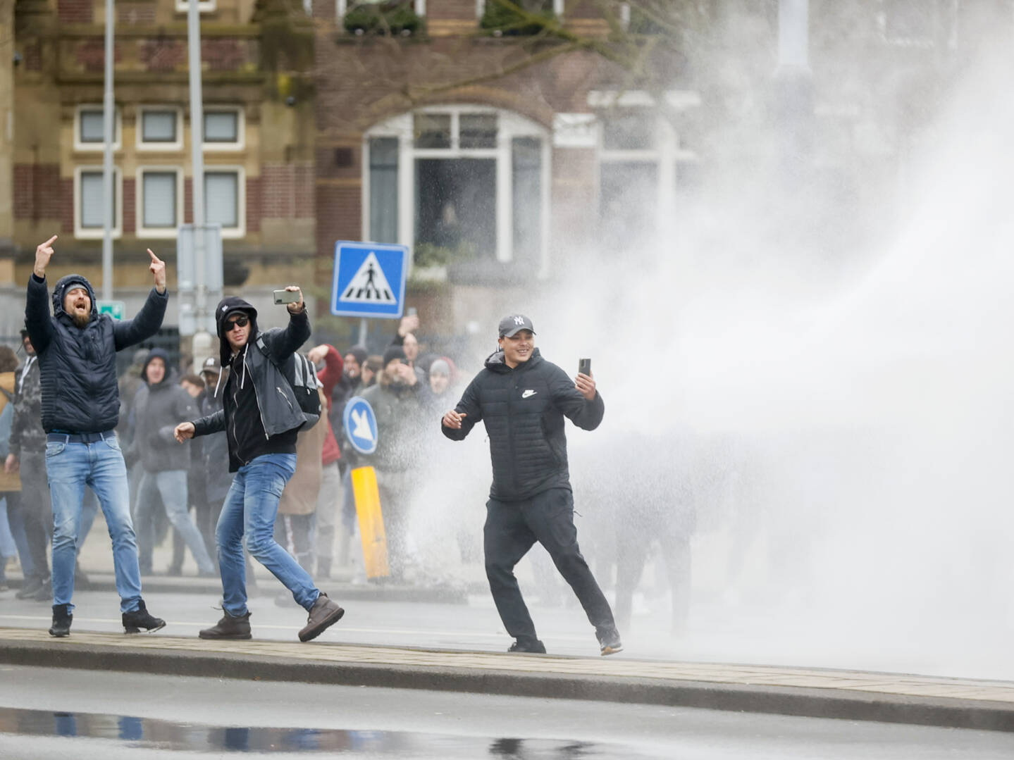Практически 200 человек задержаны после беспорядков надемонстрации вАмстердаме