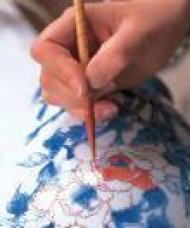 В эти выходные жители Перми смогут обучиться традиционной росписи по стеклу и...