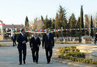 Ильхам Алиев посетил памятник Гейдару Алиеву в Самухе - ФОТО
