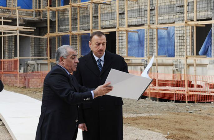 Ильхам Алиев ознакомился с ходом строительства нового здания школы