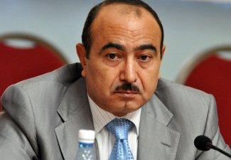 Али Гасанов опроверг информацию газеты Today's Zaman о давлении Ирана на Азербайджан