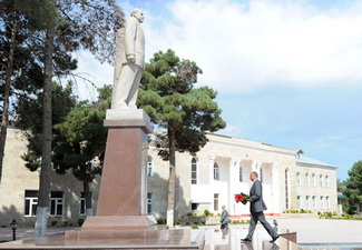 Ильхам Алиев посетил памятник общенациональному лидеру Гейдару Алиеву в Шабране - ФОТО