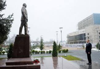 Ильхам Алиев посетил памятник  Гейдару Алиеву в Габале - ФОТО