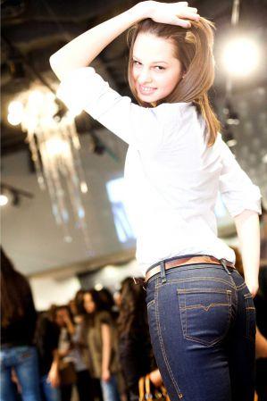 Фото девушки в джинсах смотреть онлайн